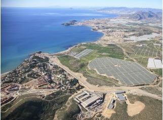 Aremur estima que el coste de agua desalada se abarataría en un tercio con el uso energías renovables durante su tratamiento