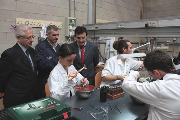 El director general de FP visita en FREMM los únicos talleres de Joyería y Fluidos abiertos en la Región