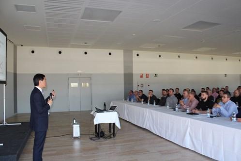 Carlos Wang, director de marketing de Kymco España, transfiere sus conocimientos a empresarios de motos en la Región