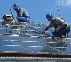 Jóvenes en prácticas gratuitas para instalaciones solares térmicas