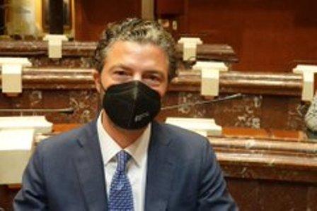 Alfonso Hernández pide en la Asamblea Regional incentivos para adquirir vehículos nuevos y usados de bajas emisiones