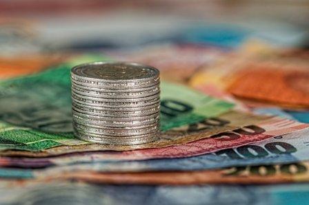 Los pagos en efectivo se limitan a 1.000 euros si intervienen profesionales o empresas